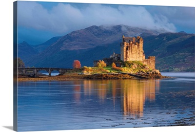UK, Scotland, Eilean Donan Castle, Dornie, view of the castle
