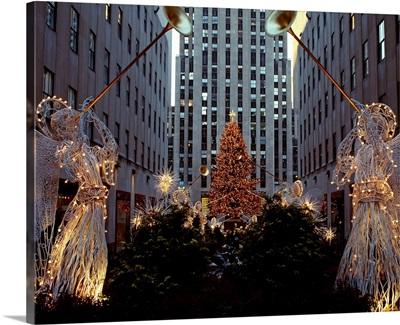 US, New York City, Manhattan, Rockefeller Center, Christmas tree