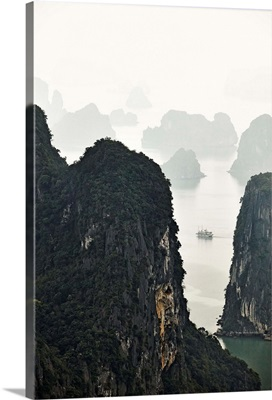 Vietnam, Halong Bay, Tourist boat trip along the chalk cliffs of the bay, Quang Ninh bay