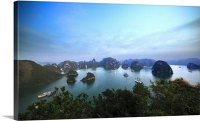 Vietnam, Northeast, Halong Bay