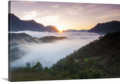 Vietnam, Red River Delta, Ha Noi, Hanoi, Sunrise over the cloudy valley below Sapa
