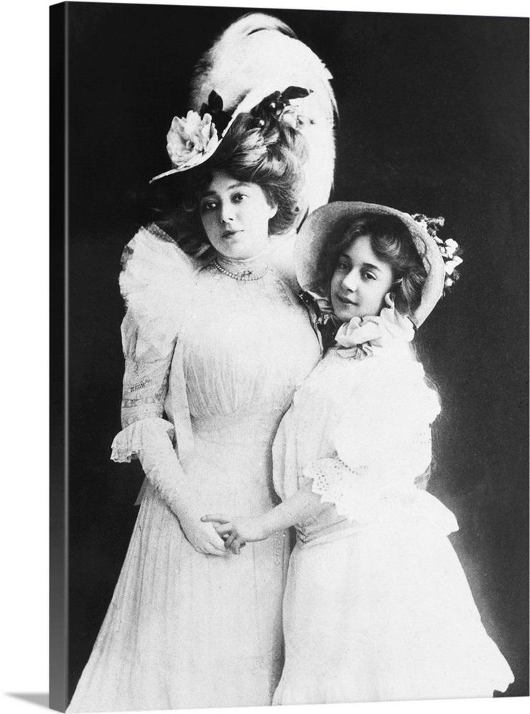 Famous Ziegfeld star Anna Held with her daughter Liane Carrera, c  1907
