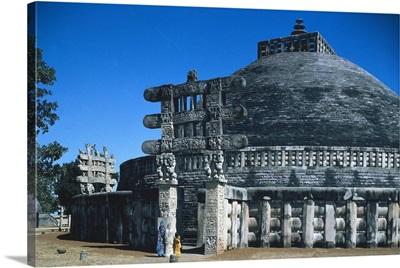 Stupa n.1 or Great Stupa. (1st c. AD). Sanchi, Madhya Pradesh, India