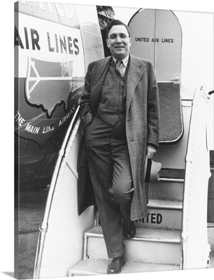 Wendell Willkie modernized his 1940 campaign by chartering a United Airlines DC-3 plane