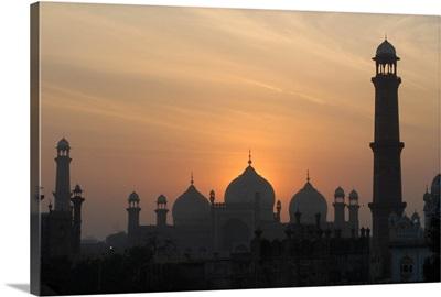 Badshahi Mosque at sunset, Lahore, Pakistan.
