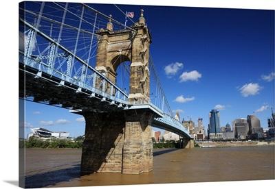 Cincinnati, Ohio skyline and Ohio River