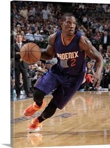Eric Bledsoe 2 of the Phoenix Suns drives against the Dallas Mavericks