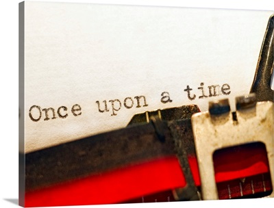 Horizontal photograph of old fashioned typewriter