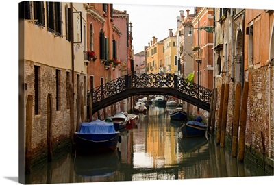 Italy, Venice, Scenic view of bridge above canal