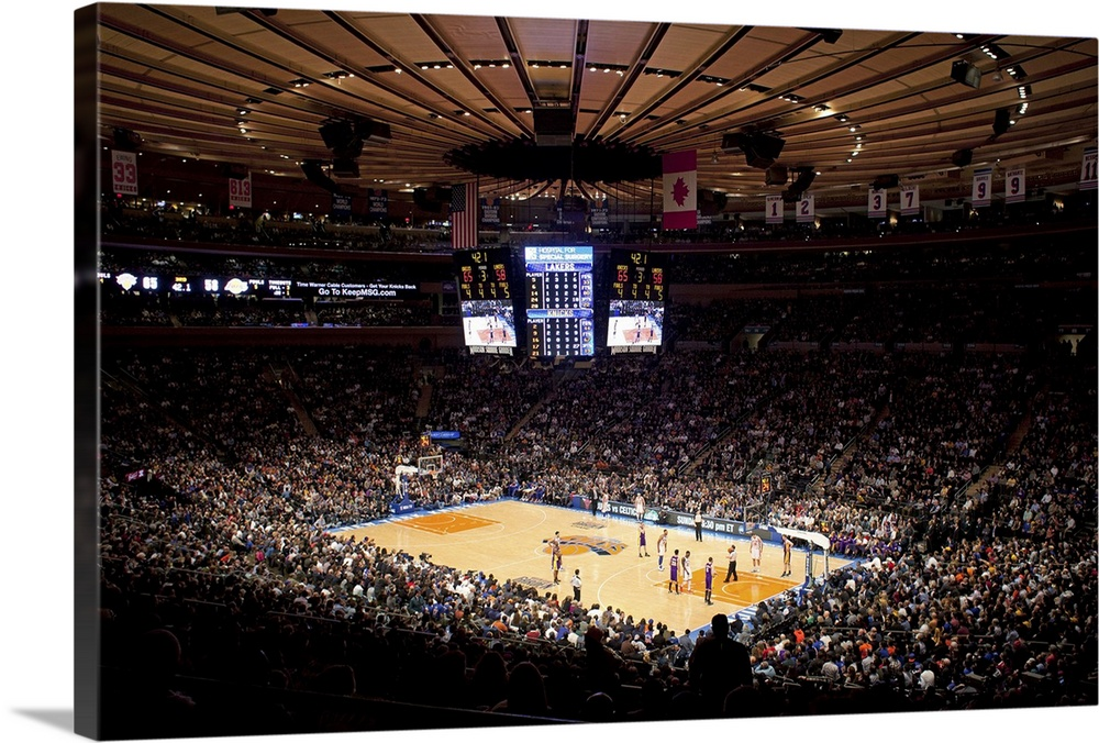 Madison Square Garden Arena During A New York Knicks Game Against The Los  Angeles Lakers