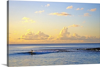 Maldives, Laamu Atoll, morning surfing