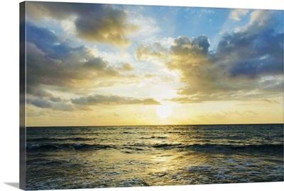 Mexico, Yucatan, Riviera Maya, Cancun, Seascape at sunset