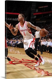 Michael Beasley of the Houston Rockets drives to the basket against the Chicago Bulls