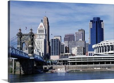 Ohio, Cincinnati skyline and John Roebling Bridge over Ohio River