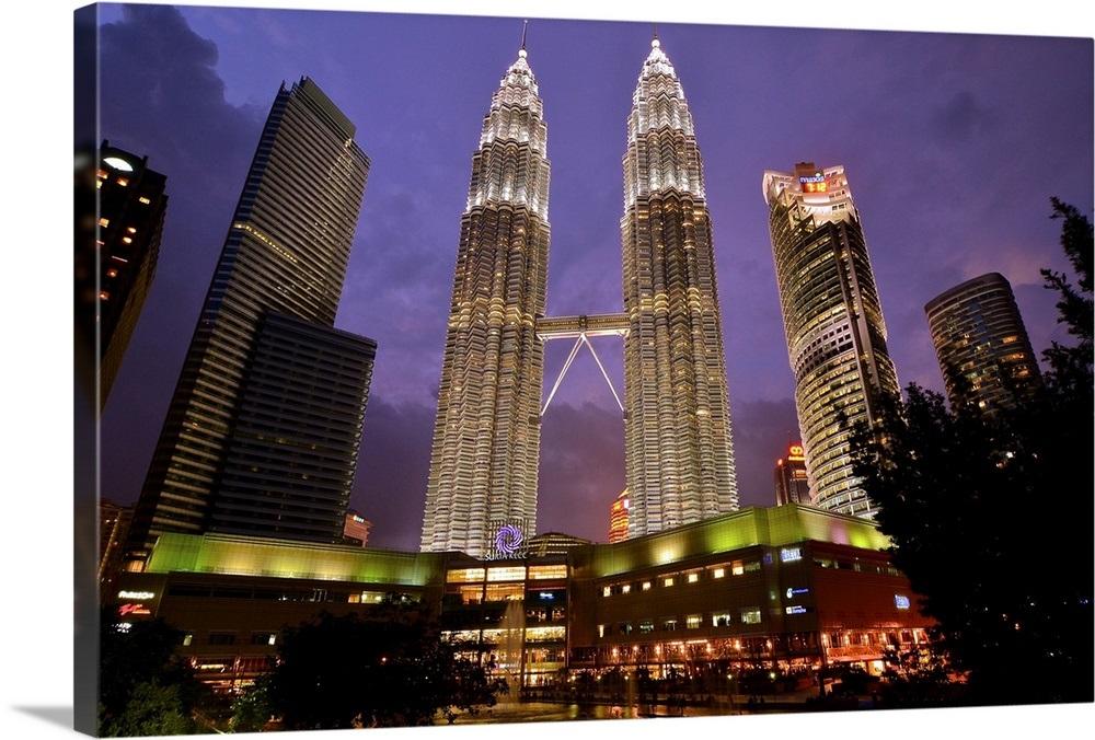 Petronas Twin Towers And Suria Klcc Shopping Complex Kuala Lumpur Malaysia