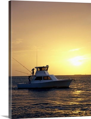 Photo, Silhouette view of a fishing boat during sunset