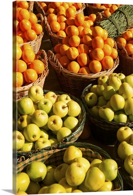 Photograph of a number of baskets of both apples and oranges