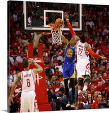 Shaun Livingston of the Golden State Warriors drives past Dwight Howard