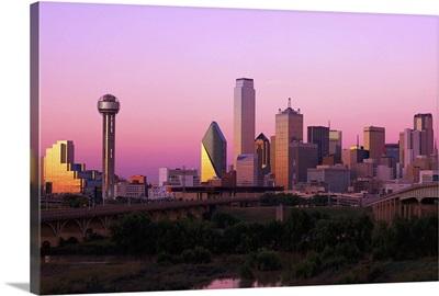 Skyline of Dallas, Texas at dusk