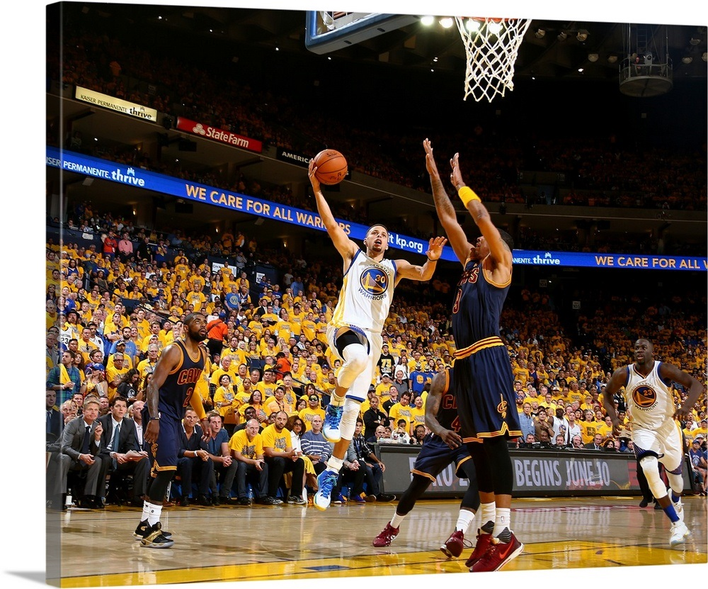 sale retailer 3b1e9 98dfc Stephen Curry of the Golden State Warriors shoots the ball