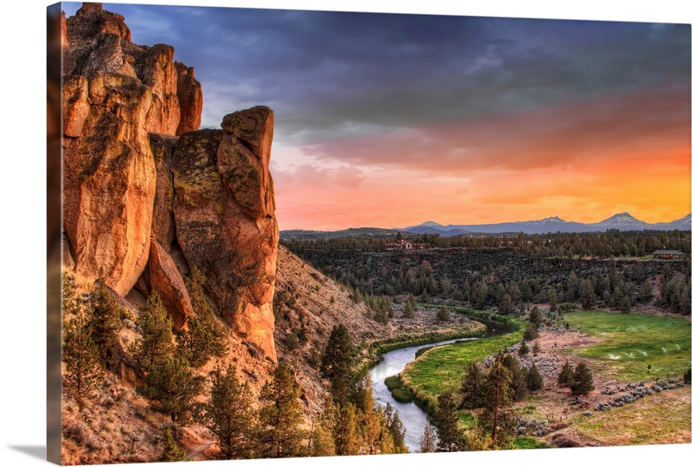 Sunset at Smith Rock State Park in Oregon with view of Crooked river.
