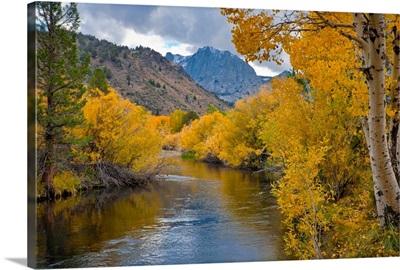 USA, California, River through Eastern Sierra Nevada Mountains