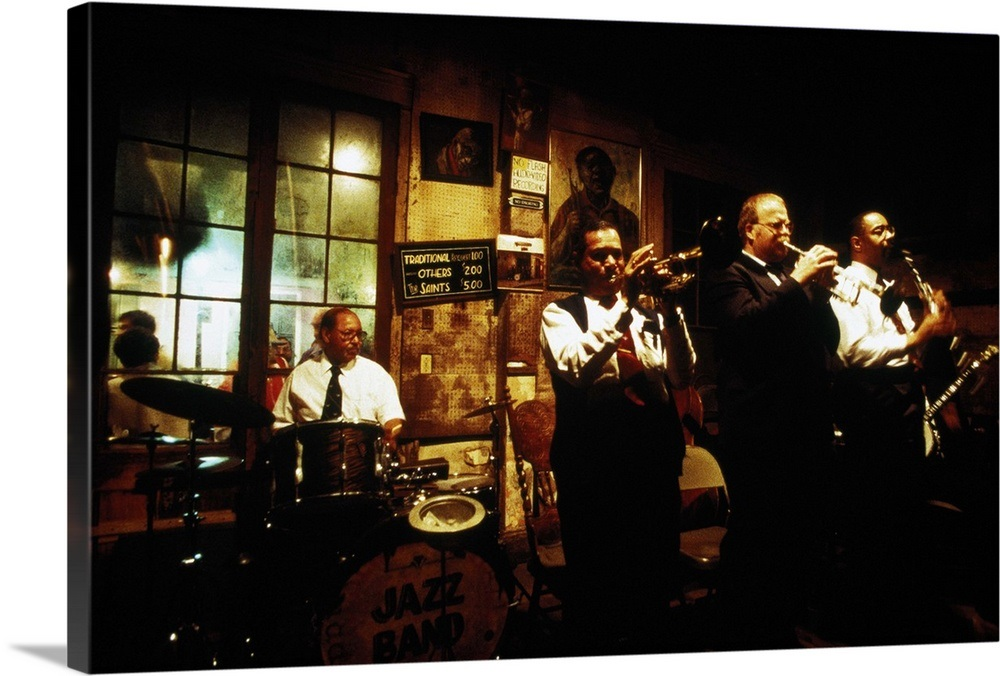 USA, Lousiana, New Orleans, jazz band playing in a club