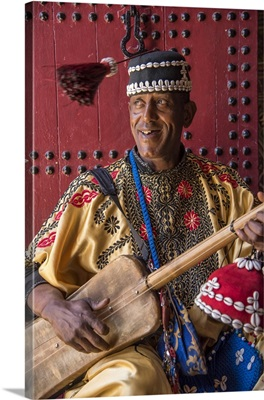 Africa, Morocco, Marrakesh, Medina,  A gouda musician