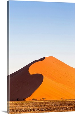 Africa, Namibia, Namib Desert, Sossusvlei, dunes at sunrise