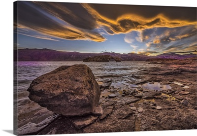 Argentina, Santa Cruz, Patagonia, Sunset at Lago Posadas