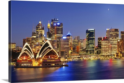 Australia, New South Wales, Sydney, Sydney Opera House, City Skyline at dusk