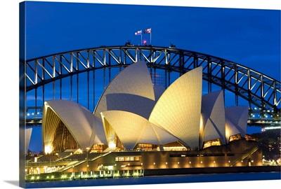 Australia, Sydney, Opera House at dusk