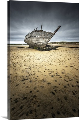 Bunbeg, County Donegal, Ulster Region, Ireland, N Bun Beag Shipwreck On The Beach