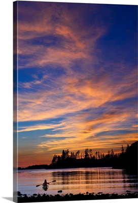 Canada, British Columbia Vancouver Island, Ucluelet, West Coast, kayak at sunset