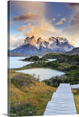 Chile, Patagonia, Torres del Paine National Park, Lake Peohe