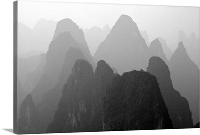 China , Guangxi, Mysterious mountains in Yangshuo region, China