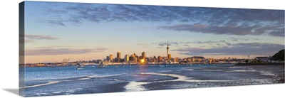 City skyline and Waitemata Harbour at sunset, Auckland, New Zealand