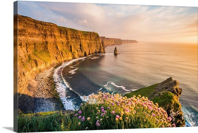 Cliffs of Moher, County Clare, Munster province, Republic of Ireland, Europe.