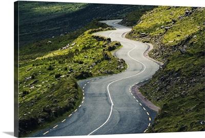 Conor Pass, Dingle Peninsula, Republic of Ireland, Europe. Bending mountain road