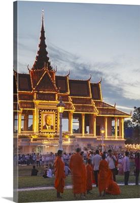 Crowds outside Royal Palace at dusk, Phnom Penh, Cambodia