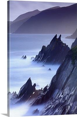 Europe, Ireland, Kerry, Slea Head sea stacks along Dingle peninsula