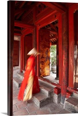Girl wearing Ao Dai dress, Temple of Literature, Hanoi, Vietnam