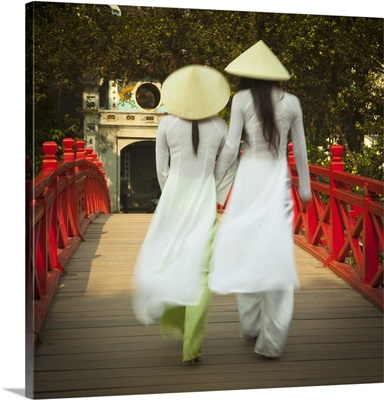 Girls wearing Ao Dai dress, Huc Bridge, Hoan Kiem Lake, Hanoi, Vietnam