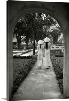 Girls wearing Ao Dai dress, Temple of Literature, Hanoi, Vietnam