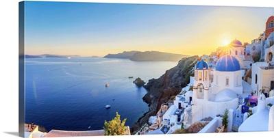 Greece, Cyclades, Oia town and Santorini Caldera