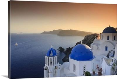 Greece, Cyclades, Santorini, Oia Town and Santorini Caldera