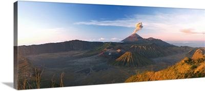 Gunung Bromo Crater, Bromo Tengger Semeru National Park, Indonesia
