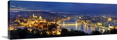 Hungary, Budapest, Castle District, Royal Palace and Chain Bridge over River Danube
