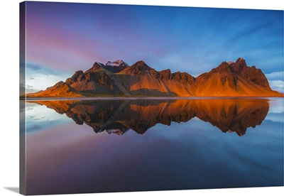 Iceland, Vestrahorn mountain mirrors in the waters of the Stokksnes bay