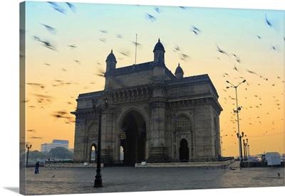 India, Maharashtra, Mumbai, Gateway of India, the Gateway of India at dawn